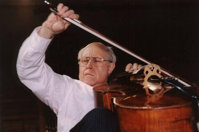 Mstislav Rostopovich performing